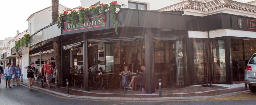 John Scott's öppnar i Spanien